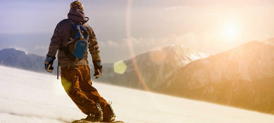Du finner flere gode langrenn-, alpin- og snowboard-muligheter innen kort avstand fra hotellet