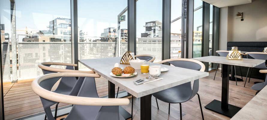 Om morgenen kan I nyde en herlig morgenbuffet, med et bredt udvalg af økologiske produkter.