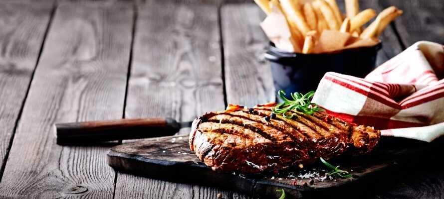 Velg biff-pakken når dere bestiller, og få en herlig middag på Jensens Bøfhus med i oppholdet!