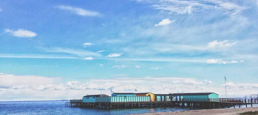 Hotellet ligger skønt ud mod kysten, og det er således helt oplagt at nyde en slentretur ved Amager Strandpark.
