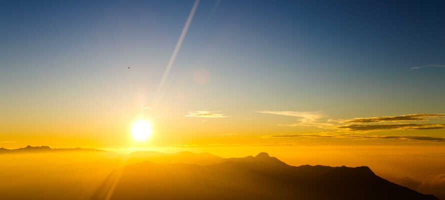 Passa på att uppleva en slående soluppgång från Hodnafjellet i Rogalandsregionen.