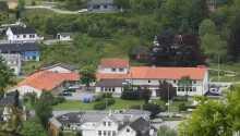 Varmt välkomna till Skånevik Fjordhotel som ligger beläget i natursköna omgivningar vid Hardangerfjorden.