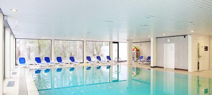 Nyt det store velværeområdet med innendørsbasseng, badstue og treningsrom.