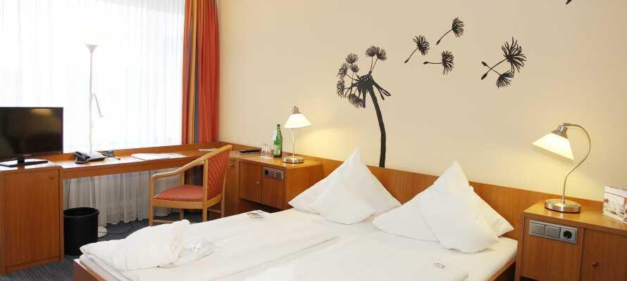 Alle Zimmer verfügen über ein Bad / WC sowie komfortable Betten, Kaffee- und Teezubehör, einen Schreibtisch und einen TV.