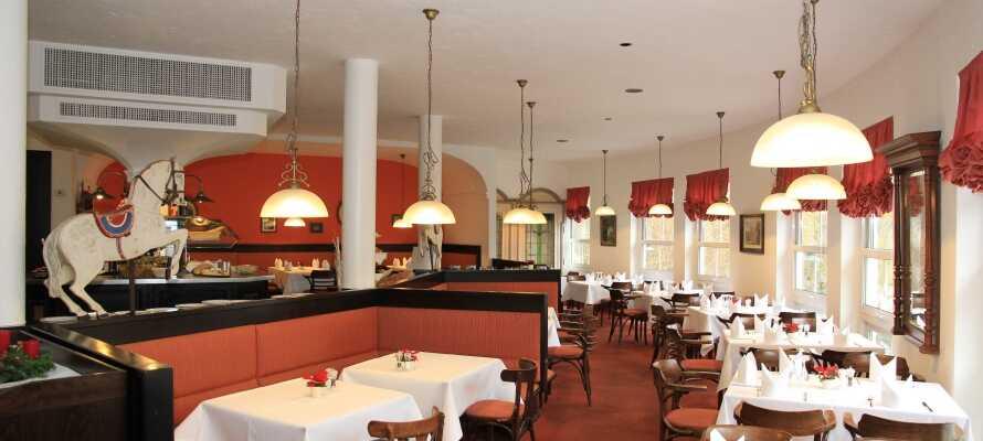 Genießen Sie einen schönen 4-Sterne-Wellness-Aufenthalt mit gutem Essen im gemütlichen Hotelrestaurant.
