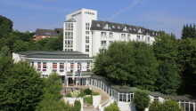 Das Relexa Hotel Bad Salzdetfurth genießt eine ruhige Lage in den grünen Hügeln im Hildesheimer Wald.