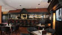 Abends erwartet Sie im gemütlichen Restaurant mit Kamin und Terrasse viel Spaß, Romantik und gutem Essen.