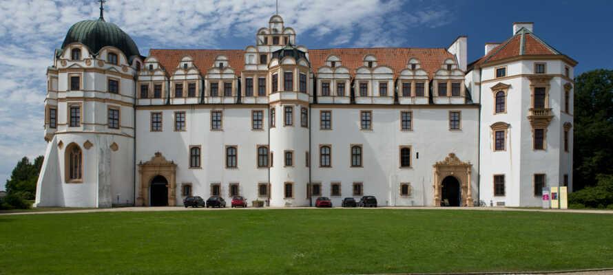 Passa på att ta vägarna förbi det vackra slottet, Celle Slott, som en gång var hem för en dansk drottning.