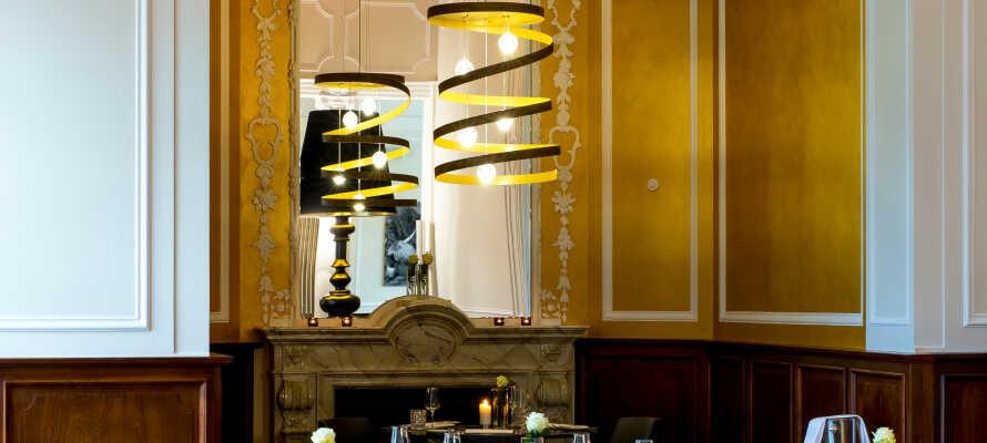 Få en kulinarisk oplevelse på hotellets to restauranter.