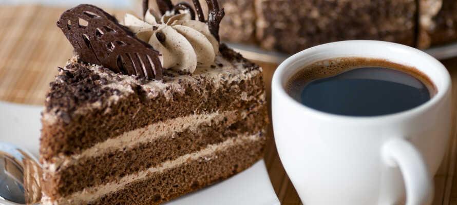 Under oppholdet kan du nyte gratis ettermiddagskaffe, kake og snacks