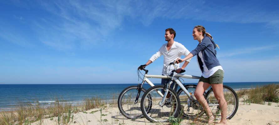 Dere bor i kort avstand fra stranden og, har mulighet til å leie sykler på hotellet.
