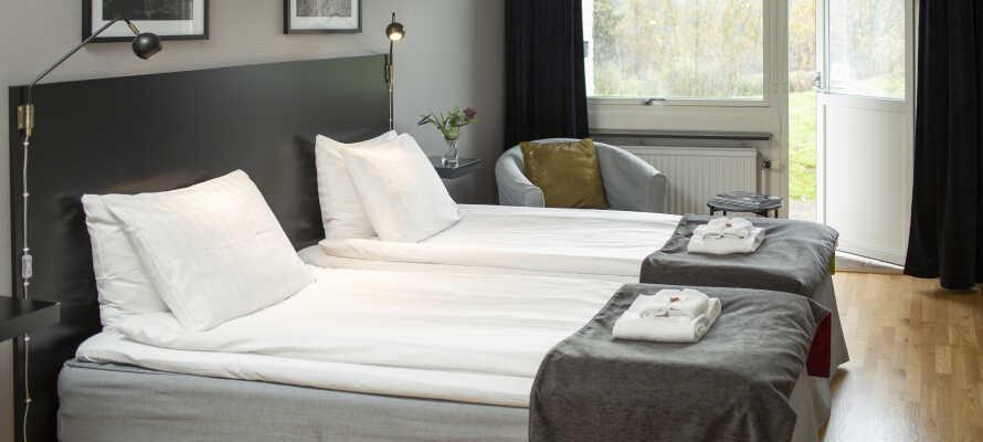 I bor på komfortabelt indrettede værelser, og de fleste har adgang til udendørs område.