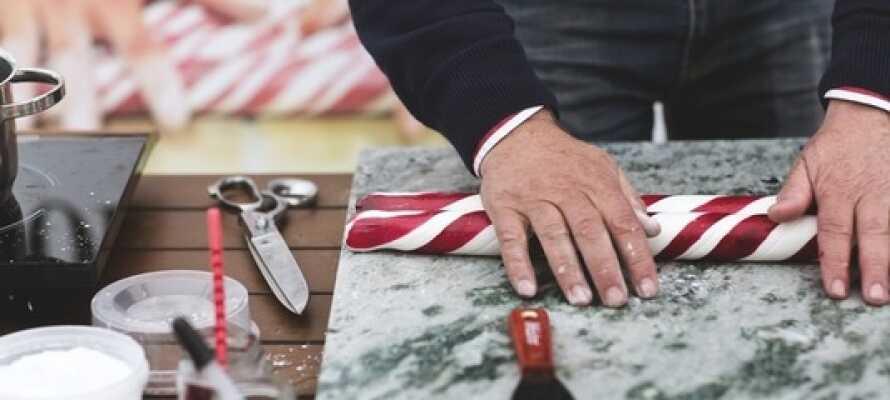 Passa på att uppleva närliggande Gränna som är känd för sin tillverkning av polkagris.