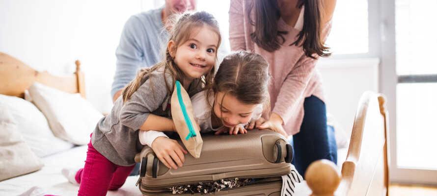 Tag hele familien med til det hyggelige og familievenlige hotel.