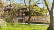 Velkommen til Hotel Munsch Alsace, som har en skøn beliggenhed midt mellem vinmarkerne i den smukke region.