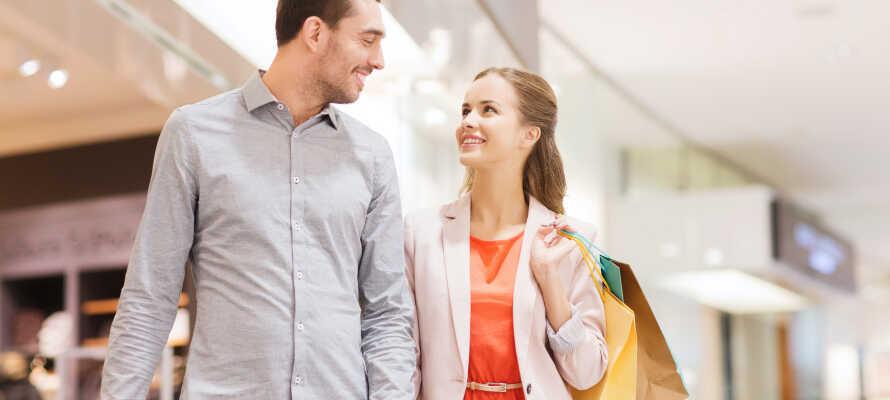 Tag på shopping på Strøget, eller besøg Fields, som er et af landets største shoppingcentre.