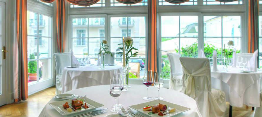 Ät gott under er semester i hotellets restaurang Epikur där ni serveras lokal och asiatisk fusion.