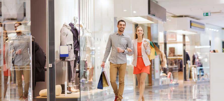 Tag på alletiders shoppingtur med mere end 80 butikker og 9 restauranter i Herning Centret, i kort afstand af hotellet.
