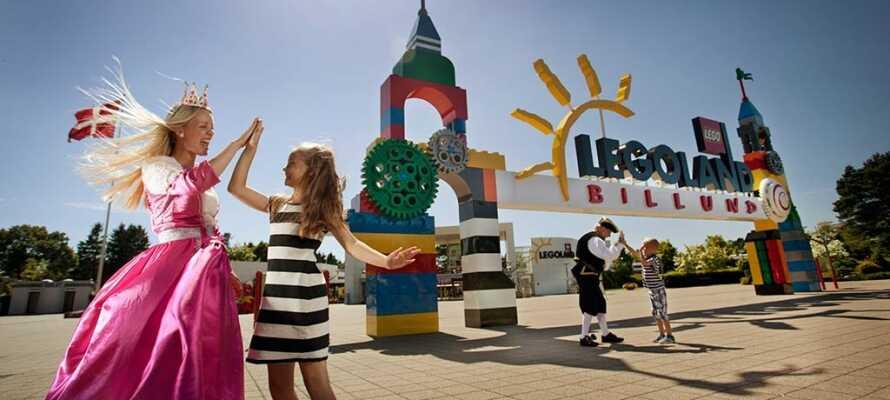 Ta med familien til den gøyale fornøyelsesparken Legoland, som er bygget rundt de kjente klossene.