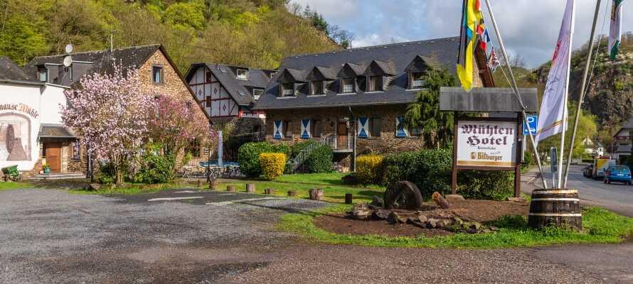 Det familiedrevne hotel ligger ved siden af en gammel mølle, omgivet af smuk natur nær Moselfloden.