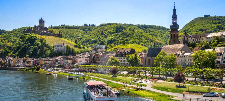 Oplev de smukke omgivelser omkring Cochem. Moseldalen er et herligt sted som kan udforskes både til lands og til vands.