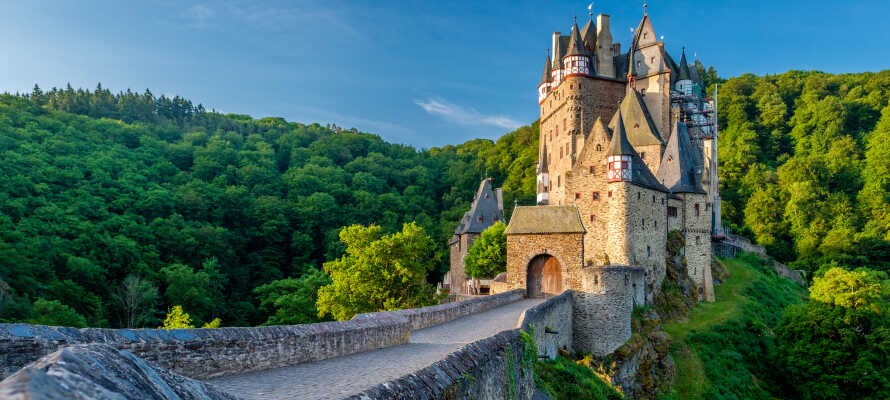 Vom Hotel sind Sie nur eine kurze Fahrt zur romantischen alten Burg Eltz entfernt.