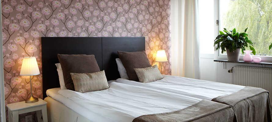 Vælg mellem ophold på et af hotellets nydelige dobbeltværelser, eller i en af de hyggelige lejligheder - begge nyligt renoveret.