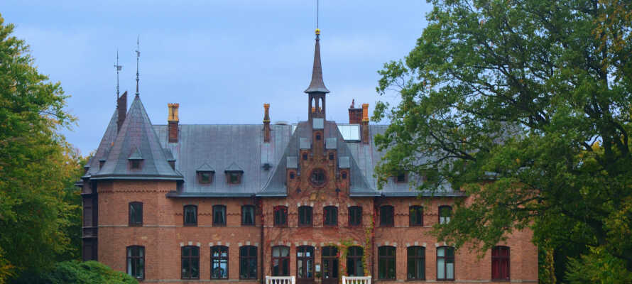 Dra på utflukt og besøk f.eks. det sjarmerende Sofiero Slott, og de tilhørende slottshagene.