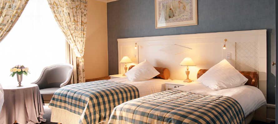 Værelserne er klassisk og stilfuldt indrettet, og sørger for komfortable rammer under opholdet.