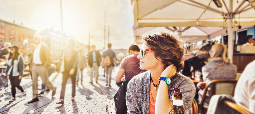 Udforsk de mange trendy restauranter i Kødbyen, og hyggelige caféer i Nyhavn.