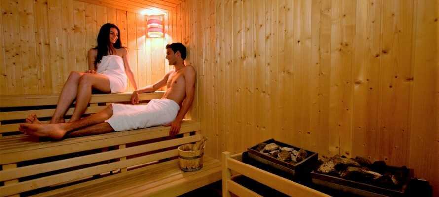 Nyt en avslappende stund i hotellets badstue