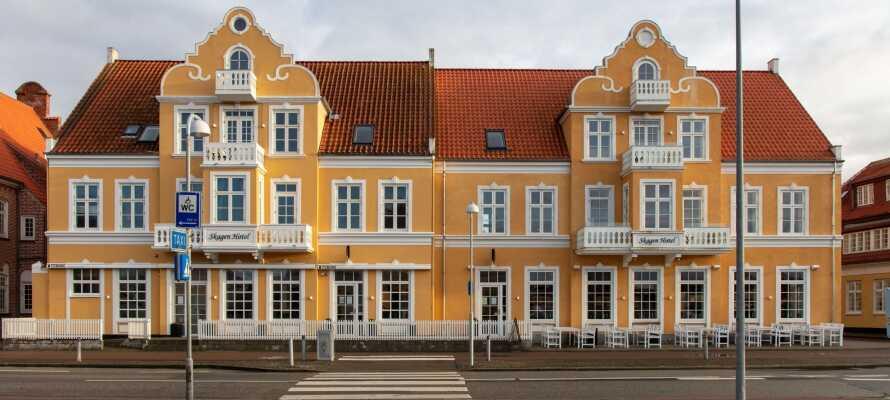 Nyd et skønt ophold i hjertet af Skagen, med gratis parkering og masser af muligheder og seværdigheder lige i nærheden.