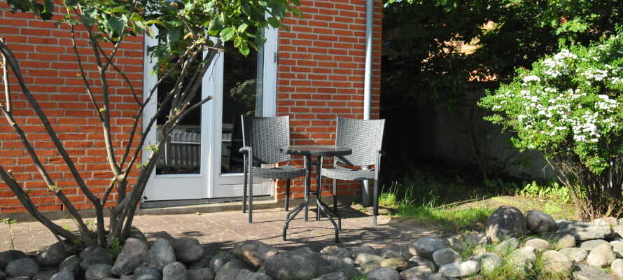 Dejlig og fredelig have rundt om motellet.