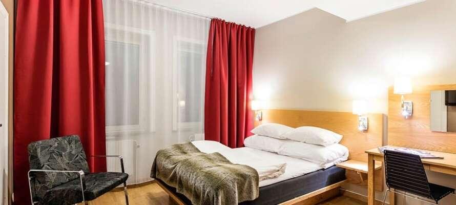 Här inkvarteras ni i bekvämt och modernt inredda enkelrum eller dubbelrum.