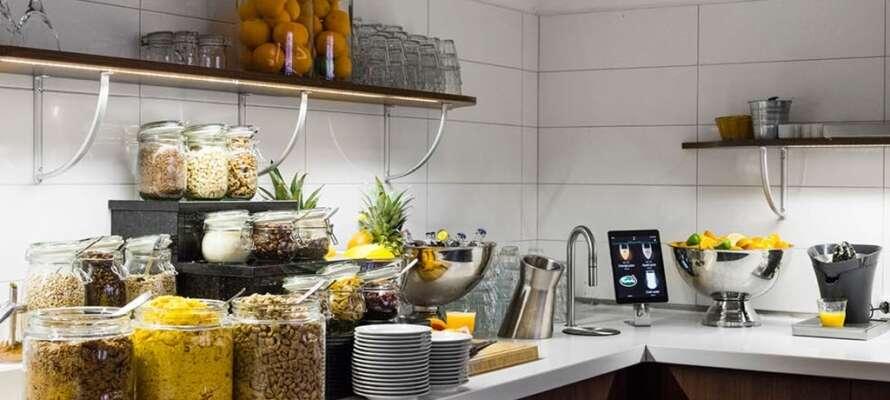 På hotellet kan hotellgäster starta och avsluta dagen på bästa sätt, med både frukostbuffé och kvällsbuffé.