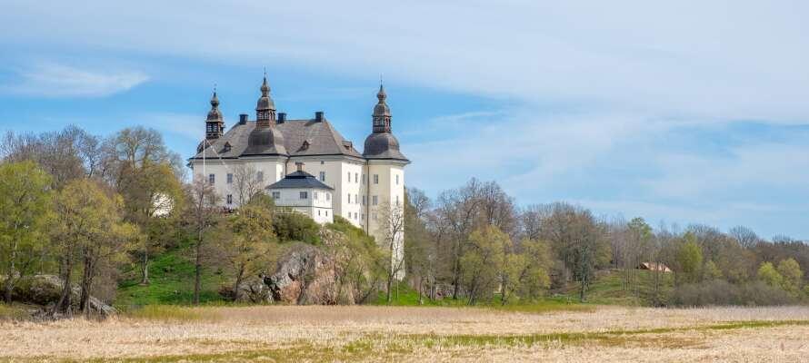 Tag med ressällskapet till Ekenäs Slott som är ett av områdets populäraste sevärdheter.