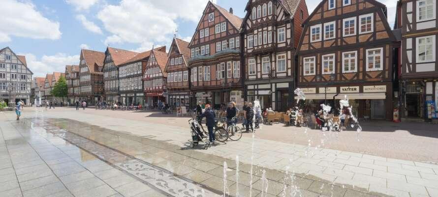 Tag bilen till Celle och se de fina korsvirkeshusen på en promenad genom det gamla centrumet