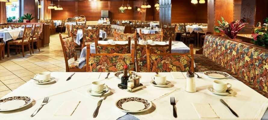 I hotellets restaurang erbjuds goda regionala och internationella rätter.