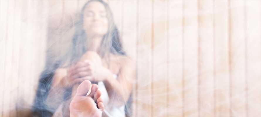 Slap av i hotellets egen sauna eller nyt en tur i dampbadet.