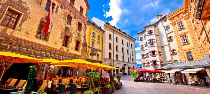Passa även på att uppleva storstäderna Salzburg och Innsbruck under er semester.