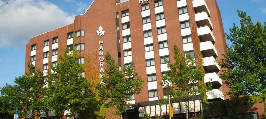 Das Hotel liegt in der Nähe der Autobahn und bietet eine perfekte Lage für einen Autourlaub mit kostenlosem Parken und guter Anbindung an den öffentlichen Nahverkehr.