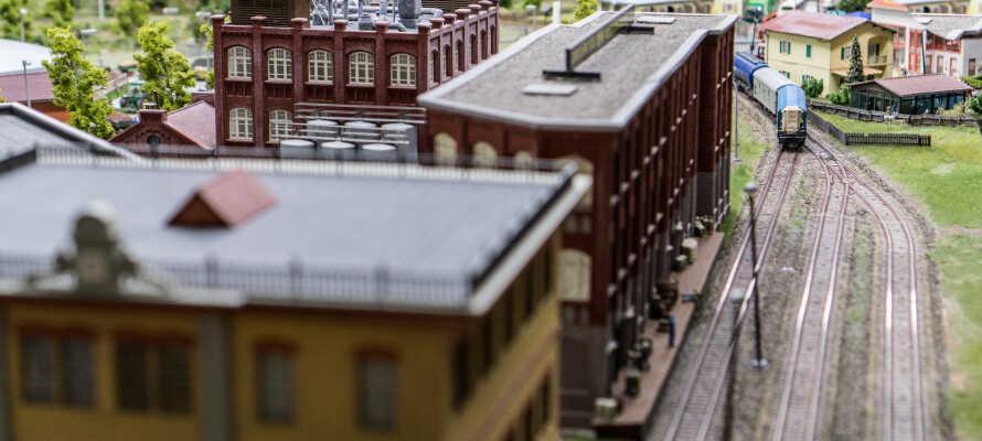 I det UNESCO-listede Speicherstadt-kvarter kan I opleve verdens største modeljernbane i Miniatur Wunderland.