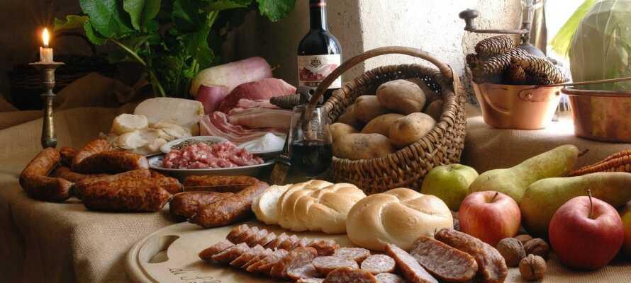 Nyd et ophold med masser af udsøgt, autentisk italiensk mad - både morgen og aften!
