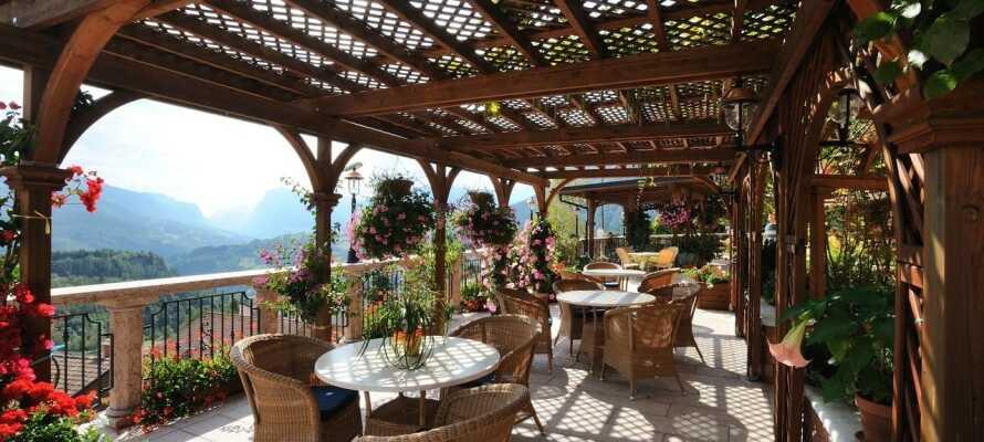 Das Hotel hat eine ruhige Lage am Fuß der Dolomiten im Herzen von Adamello National Park.