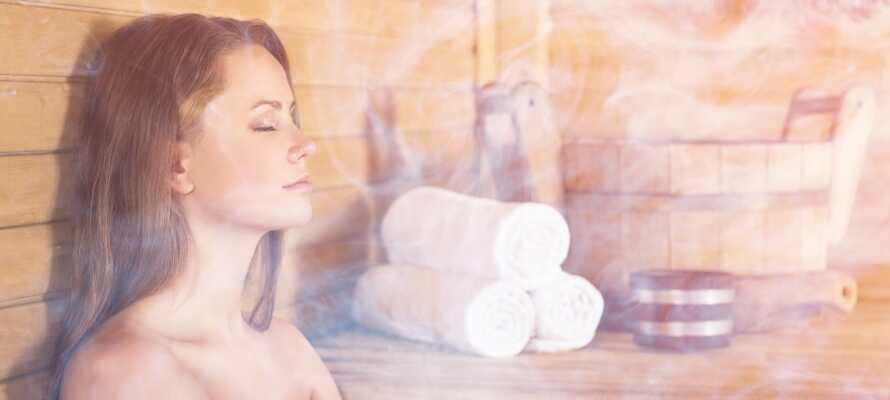 Efter lange slentreture i Leipzig, kan I nyde afslappende stunder i saunaen og hotellets bar.