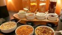 Börja dagen med en härlig frukost på hotellet