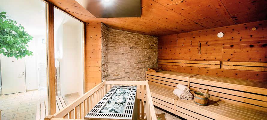 Der er spa med sauna, dampbad og afslapningsområde.