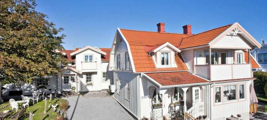 Das Hotell & Restaurang Solliden genießt eine gute Lage in der Nähe des Meeres, in der schwedischen Küstenstadt Stenungsund.