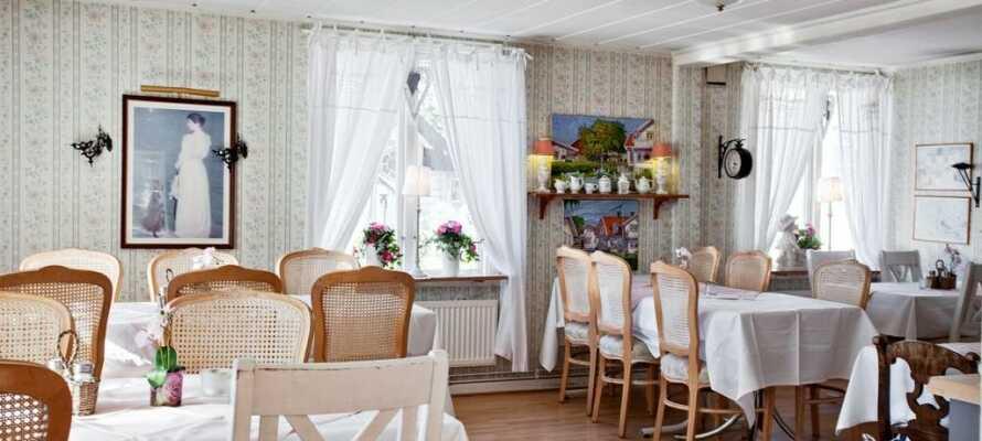 Nyt et opphold der hotellpakken inkluderer en stor frokostbuffe og deilige kveldsmåltider laget fra bunnen av.