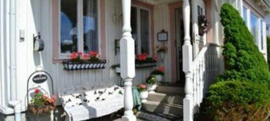 Det familiedrevne hotellet tilbyr en koselig atmosfære i et rolig og idyllisk område i hjertet av Bohuslän.